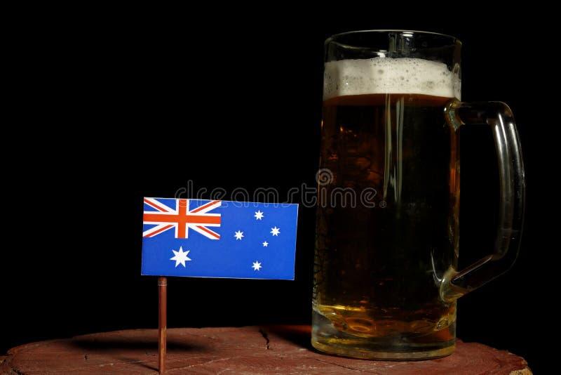 Download Australische Flagge Mit Dem Bierkrug Auf Schwarzem Stockbild - Bild von hintergrund, golden: 96932367