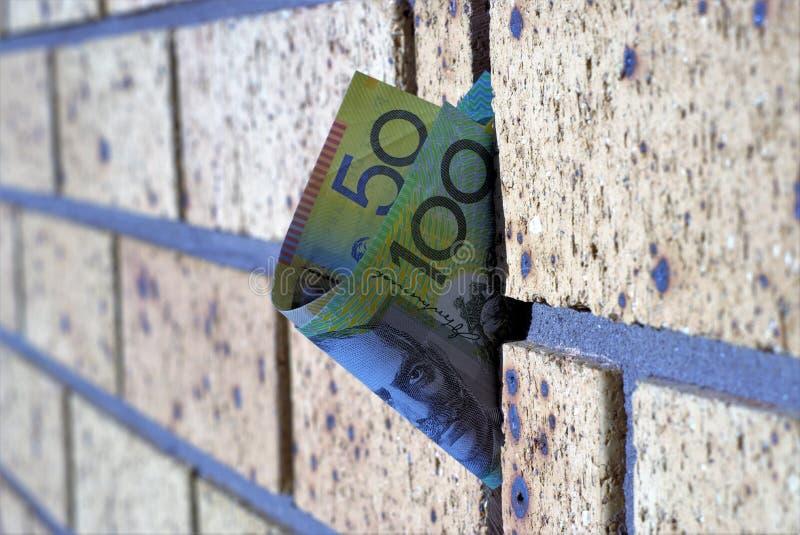Australische honderd dollar en vijftig dollarnota over muur royalty-vrije stock foto