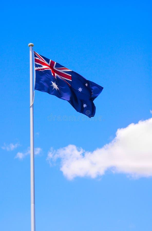 Australische Markierungsfahne und blauer Himmel stockbild