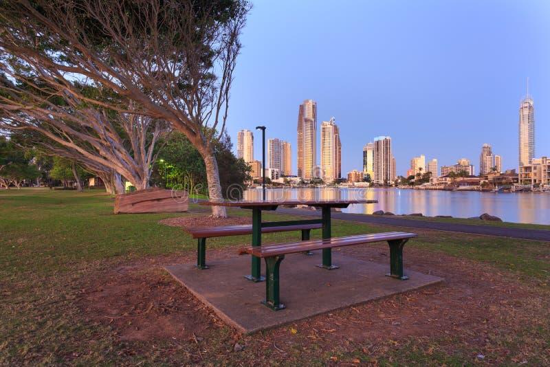 Australische moderne Stadt am Abend lizenzfreie stockfotografie
