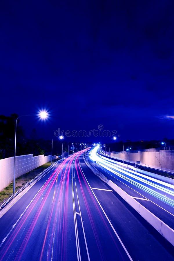Australische Straße: Nach Dunkelheit stockbild