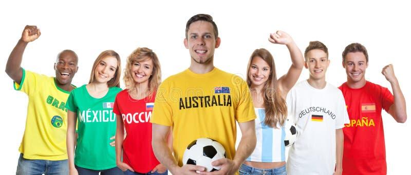 Australische voetbalverdediger met ventilators van andere landen stock afbeeldingen