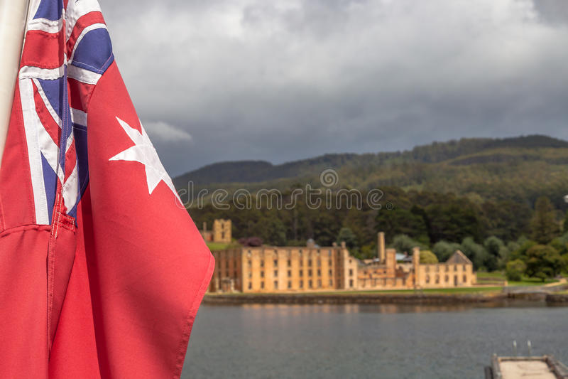 Australisk flagga och Port Arthur royaltyfri bild