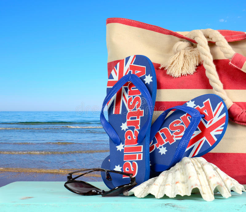 Australisk strandplats med australiska sandaler royaltyfri fotografi