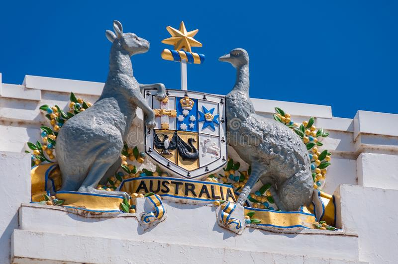 Australisk vapensköld på gammalt parlamenthus i Canberra, Aus arkivbild