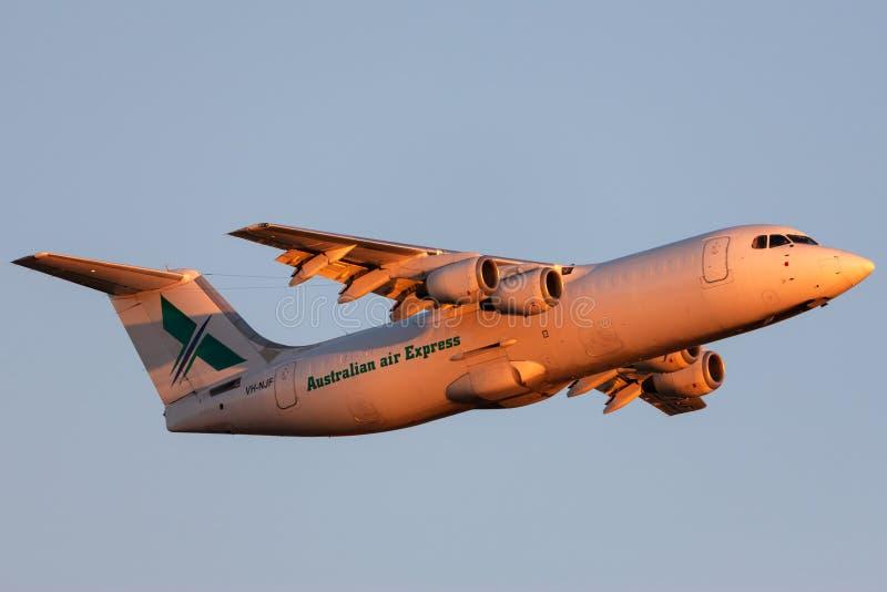 Australiskt medborgareJet Systems British Aerospace 146-300 för luft uttryckligt flygplan VH-NJF som tar av från Adelaide Airport royaltyfria foton