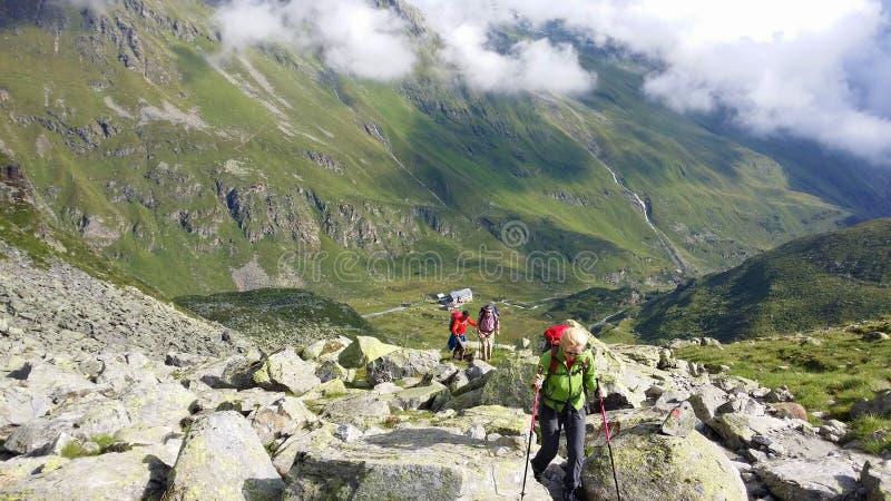 Austria Alpejski regionu ` Stubai ` Arywiści na halnej ścieżce fotografia royalty free