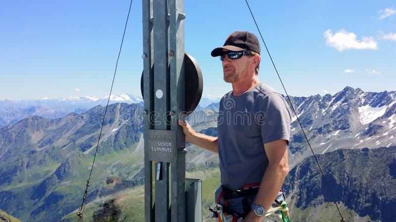 austria El ` de Rinnenspitze del ` de la cumbre Escalador en el top fotografía de archivo libre de regalías
