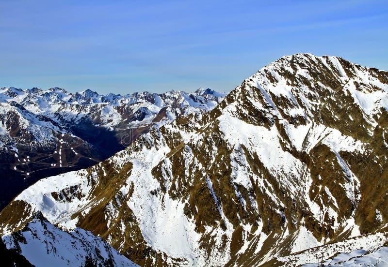 Austria, montañas, estación de esquí de Neustift, glaciar Stubai la altura de los 3210m imagen de archivo