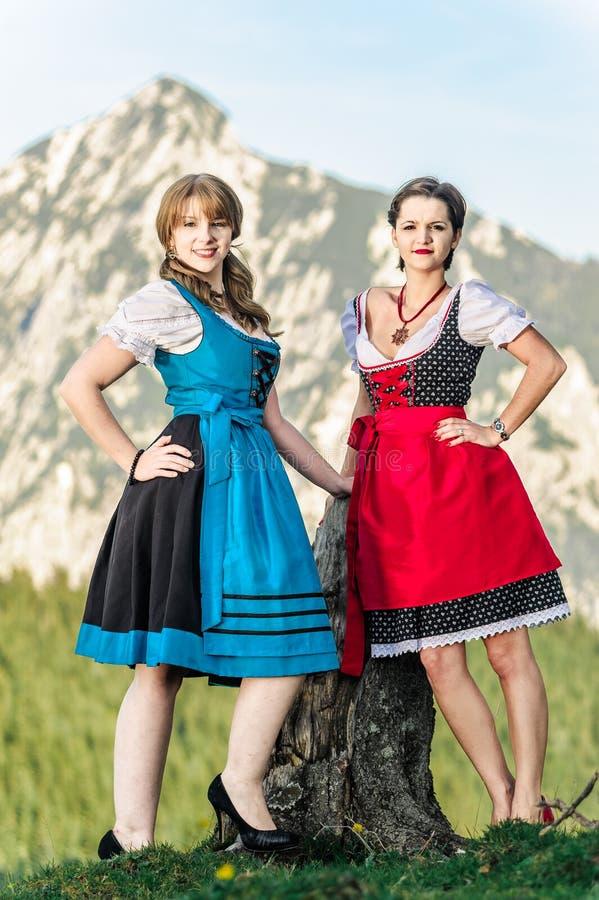 Austriackie kobiety w Alps obraz royalty free