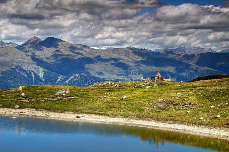 Austriak wojny światowa Pierwszy grób na jeziornych brzeg Carnic Alps Tyrol obraz royalty free