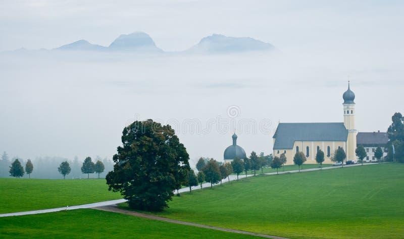 Austriaka krajobraz z kościół w złej pogodzie zdjęcia royalty free