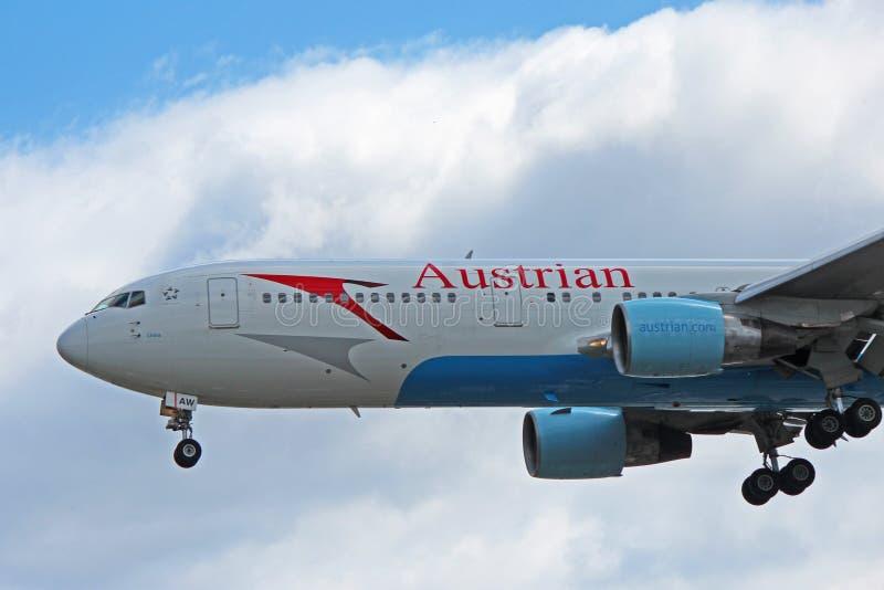 Austrian Airlines Boeing 767-300ER Vista de encerramento fotografia de stock