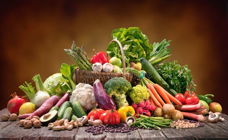 Auswahl des biologischen Lebensmittels f?r gesunde Nahrung lizenzfreie stockfotografie