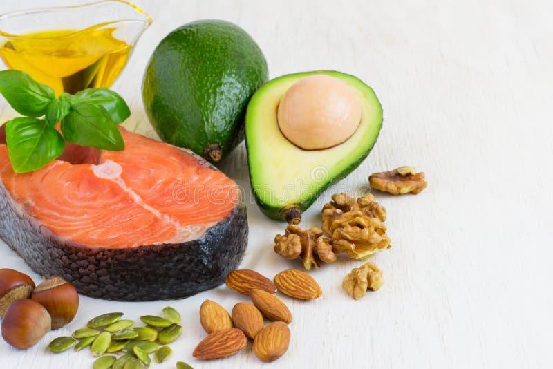 Auswahl-Nahrungsquellen von Omega 3 und von gesunden Fetten Kopieren Sie Platz lizenzfreie stockbilder