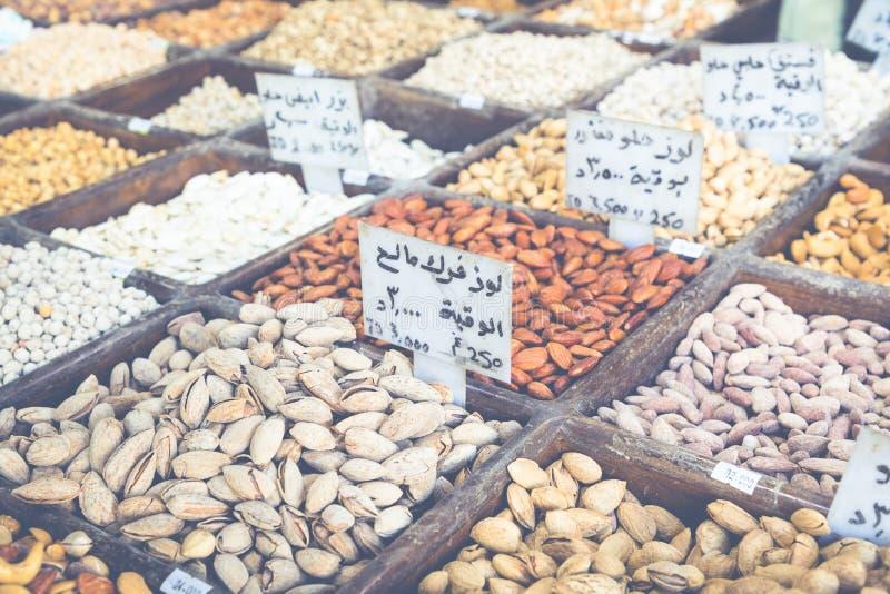 Auswahl von Gewürzen auf einem traditionellen Markt in Amman, Jordanien stockfoto
