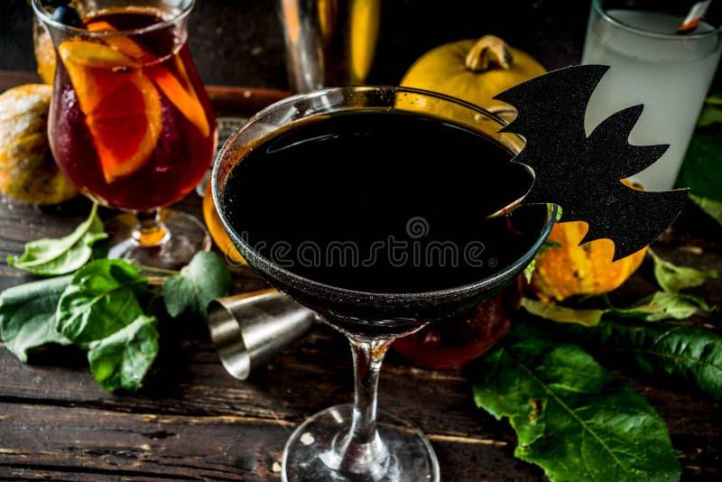Auswahl von Halloween-Cocktailgetränken lizenzfreie stockfotos