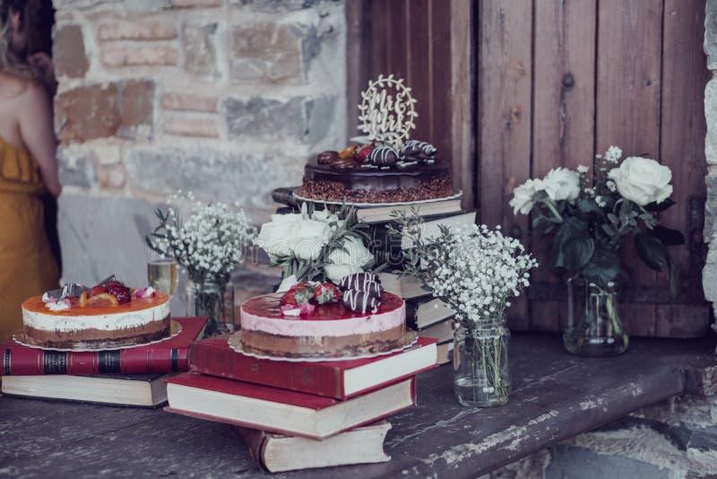 Auswahl von köstlichen Hochzeitstorten lizenzfreie stockfotografie