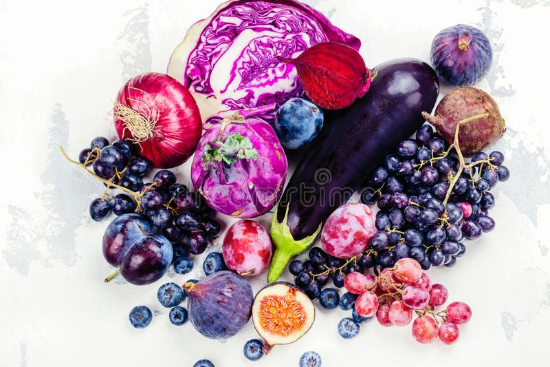 Auswahl von purpurroten Nahrungsmitteln lizenzfreies stockfoto