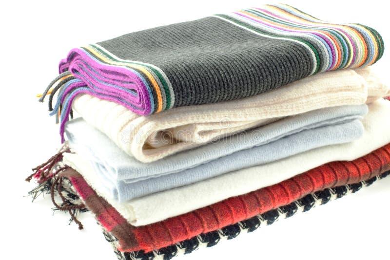 Auswahl von sechs verschiedenen Schals der Wollen lizenzfreie stockfotos