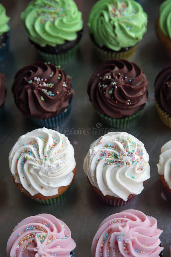 Auswahl von sortierten kleinen Kuchen stockfoto