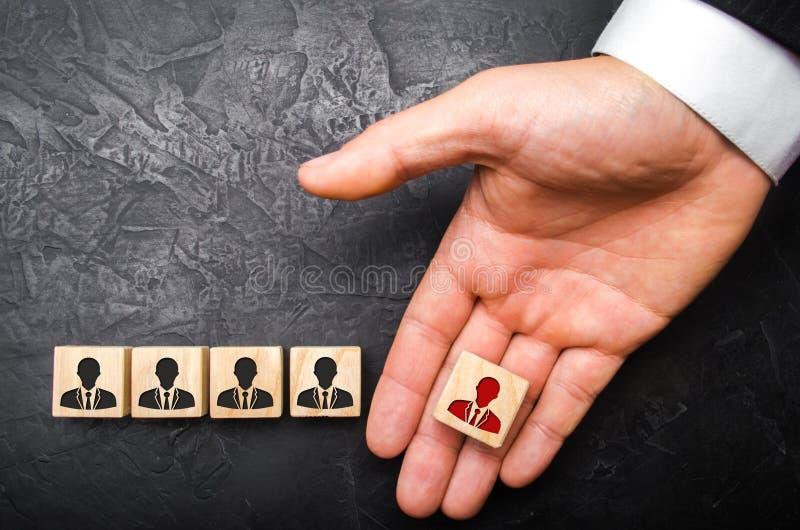 Auswahl von Teams, die Ernennung eines Führers Management von Unternehmenseinheiten Die Entlassung eines Angestellten Kopfjäger z lizenzfreie stockfotos
