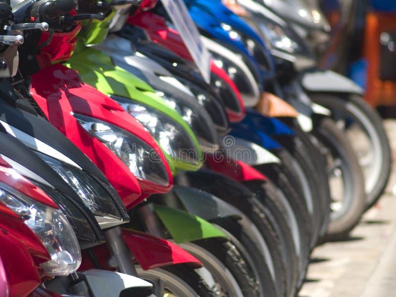 Auszug der hellen Motorräder lizenzfreies stockfoto