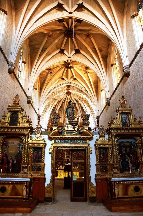 Autel décoré dans le monastère de San Pedro de Cardena à Burgos, Espagne photographie stock