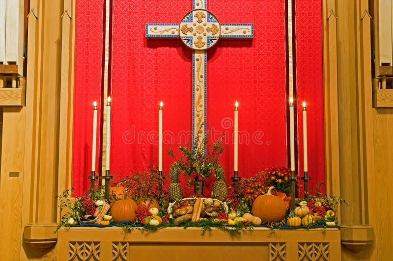 Autel d'église d'action de grâces photo libre de droits
