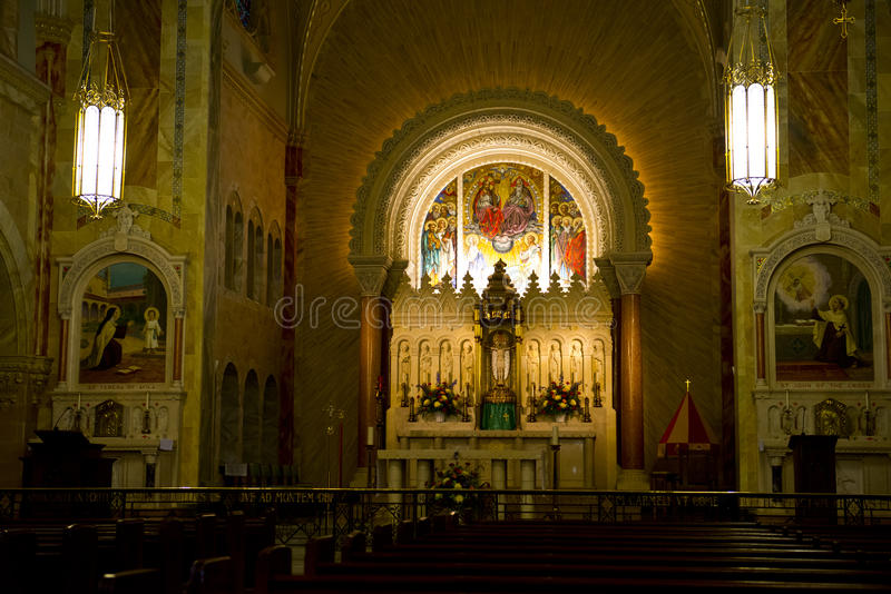 Autel d'église, religion chrétienne, Dieu de culte images stock