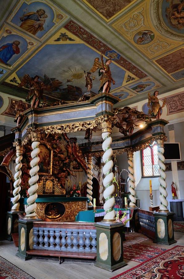 Autel d'auvent dans l'église Trinity sainte dans Czaplinek photo stock