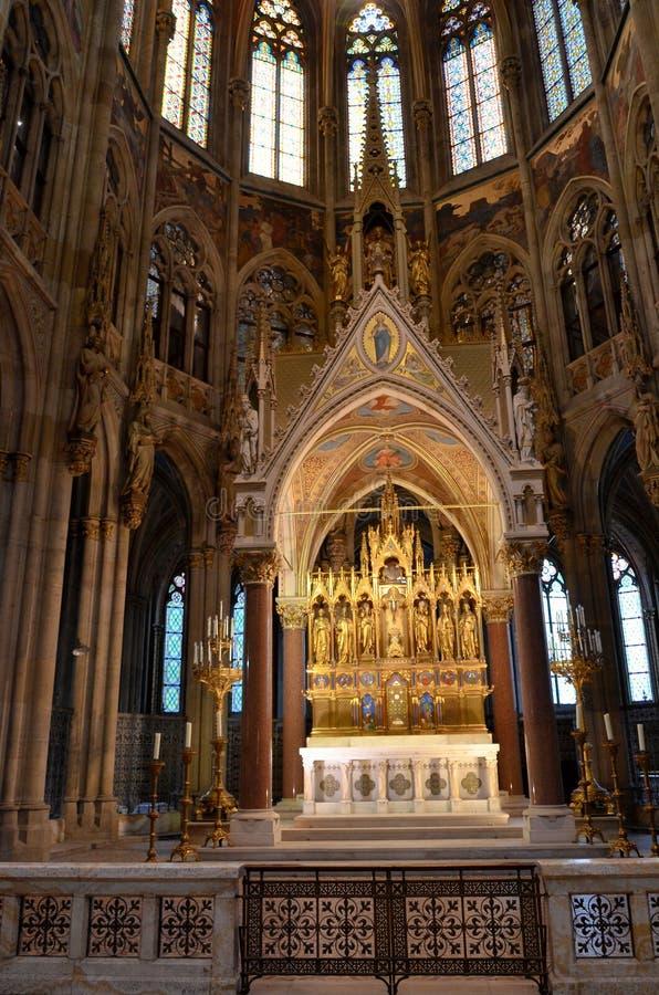 Autel d'or dans une cathédrale à Vienne image stock