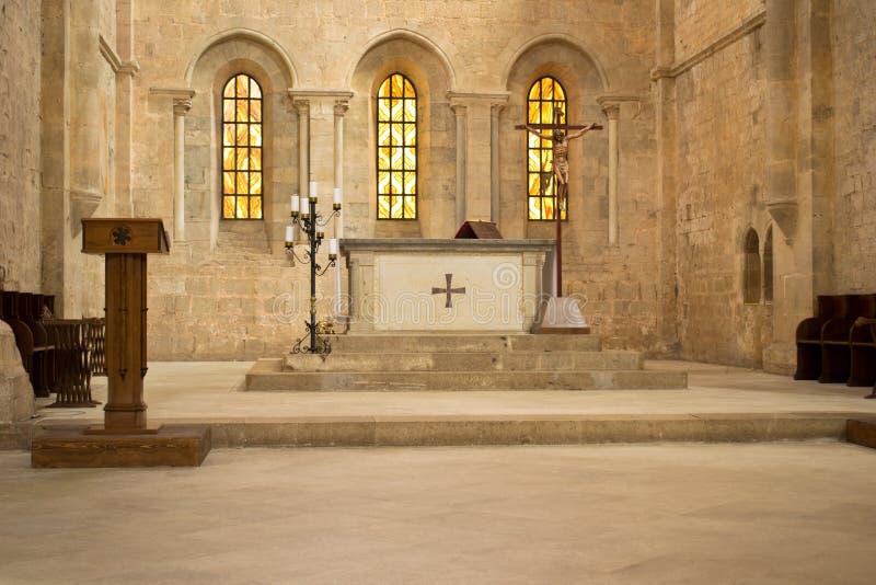 Autel dans l'église photographie stock libre de droits