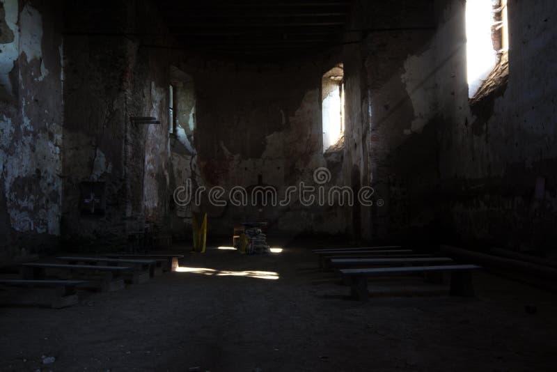Autel dans l'église de St Matthew dans la République Tchèque de Jedlova images stock