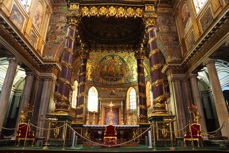 Autel dans la basilique papale du commandant de Mary de saint images libres de droits