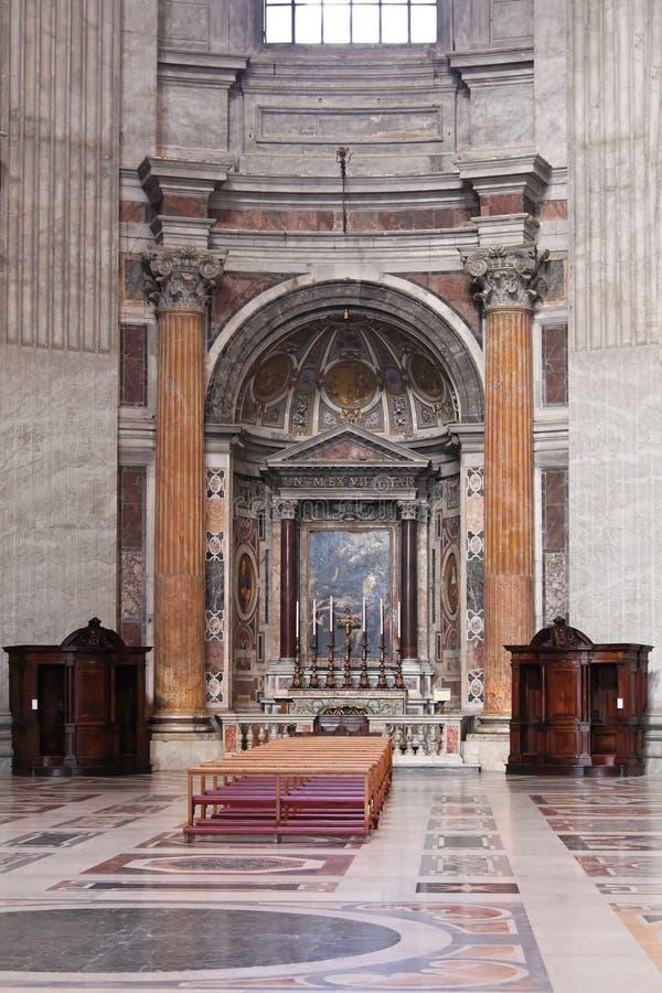 Autel dans la cathédrale image libre de droits