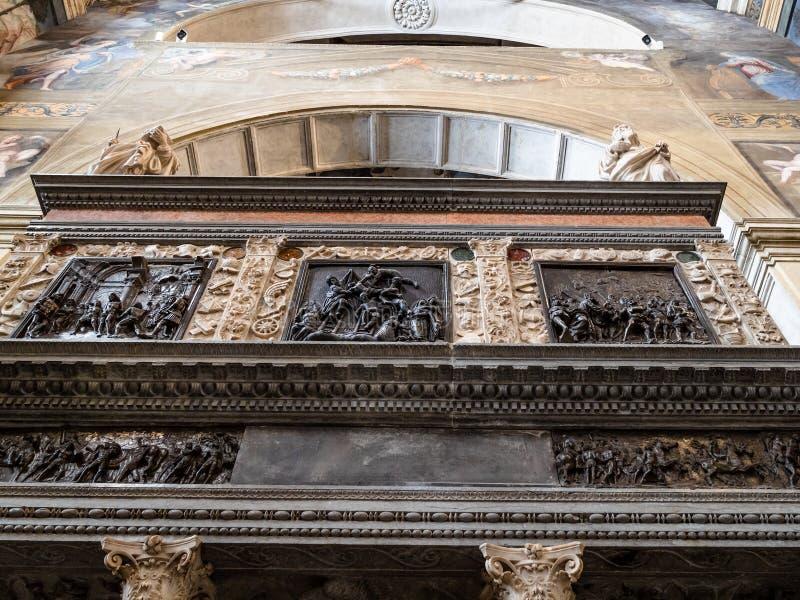 Autel dans le choeur de nonnes du monastère de Santa Giulia images libres de droits