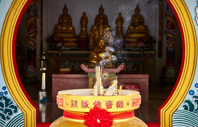 Autel dans le temple chinois photographie stock libre de droits