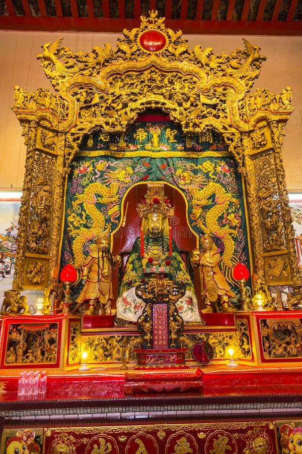 Autel dans le temple chinois en Kuala Lumpur photo libre de droits