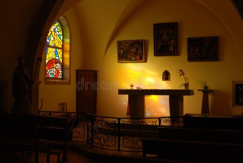 Autel dans une église photographie stock libre de droits