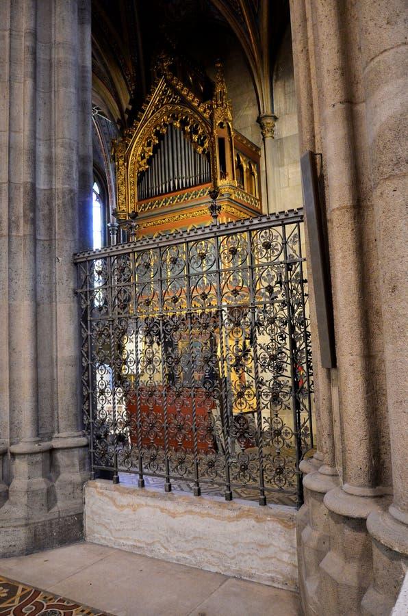 Autel dans une cathédrale à Vienne photo libre de droits