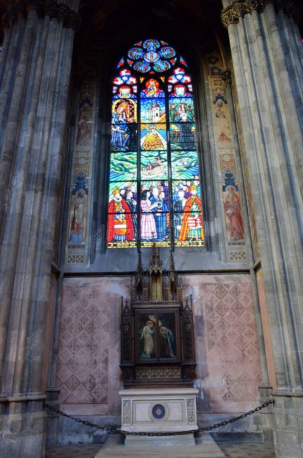 Autel dans une cathédrale à Vienne photos libres de droits