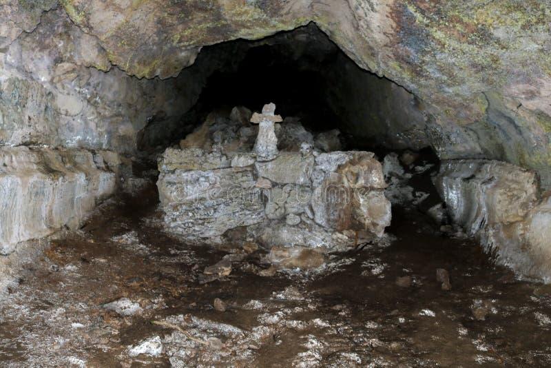 Autel dans une caverne photo libre de droits