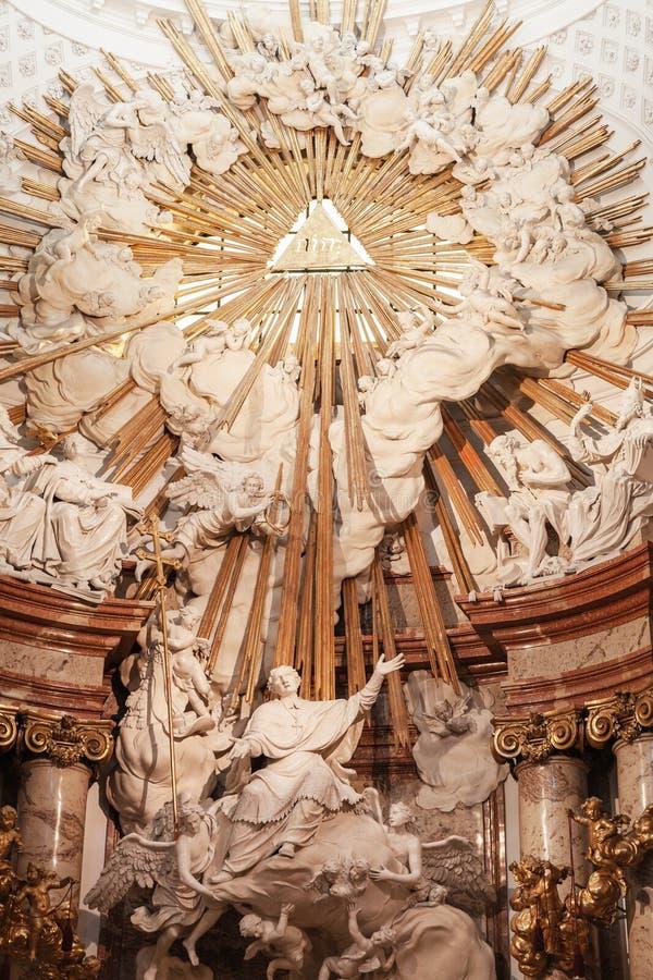 Autel de Karlskirche, Vienne photos libres de droits