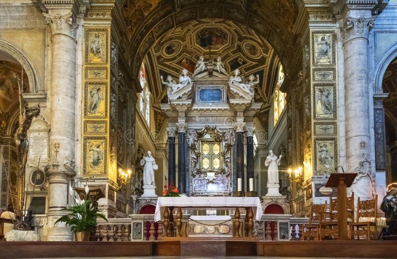Autel de l'église Sainte-Marie-du-Peuple photo libre de droits