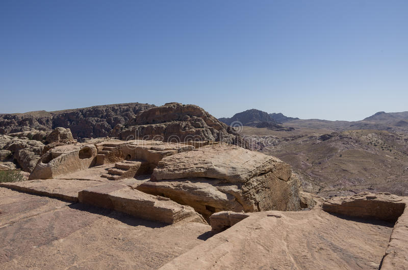 Autel de Nabatean à l'endroit élevé du sacrifice dans PETRA photos stock