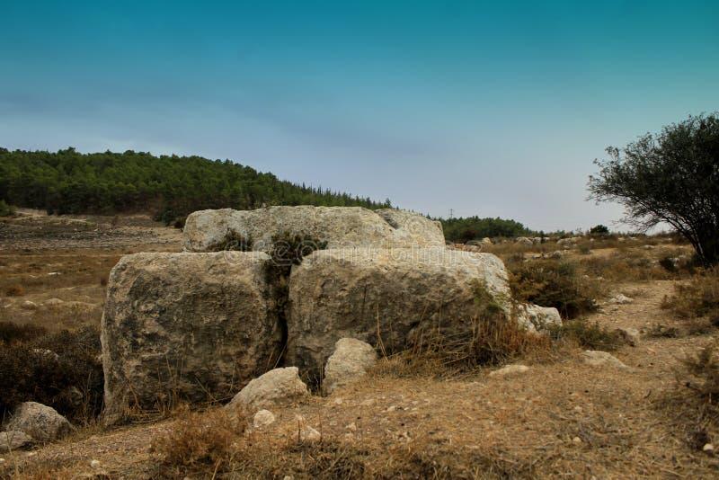 Autel de sacrifice sur Manoah, le père de Samson photos libres de droits