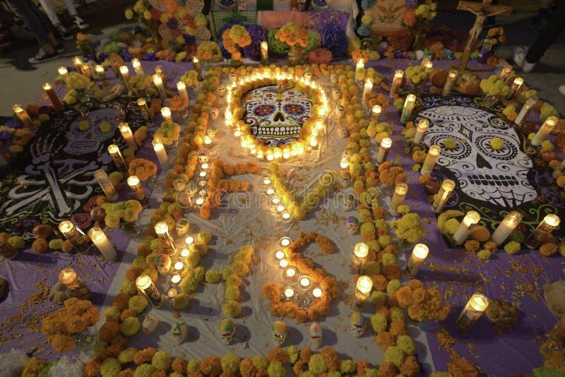 Autel et bougies images stock