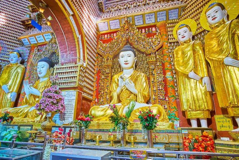Autel fleuri de pagoda de Thanboddhay, Monywa, Myanmar images libres de droits