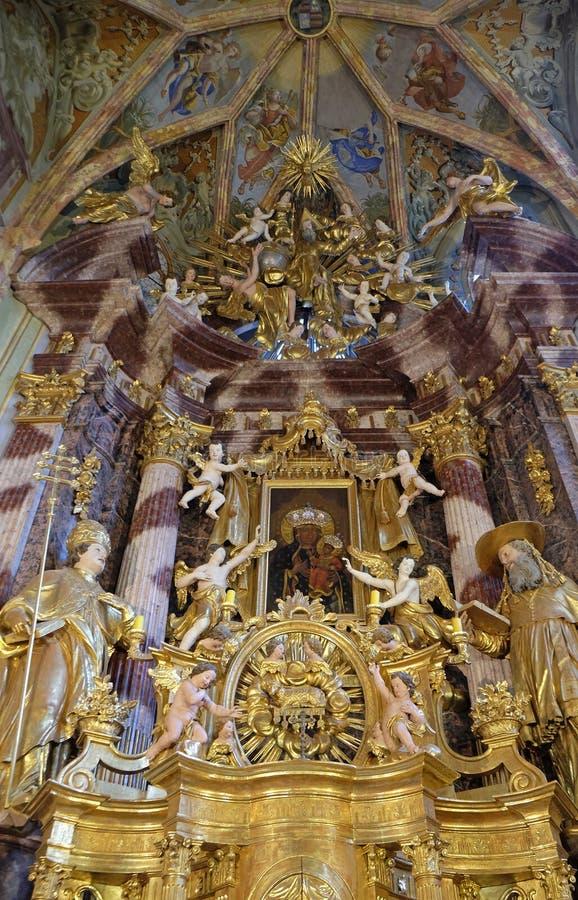 Autel principal dans l'église de la conception impeccable dans Lepoglava, Croatie image stock